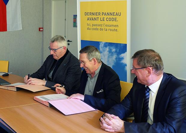 Gilbert Doré, délégué régional du Groupe La Poste Grand Est, Alexandre Schajer, président de l'E2C Champagne-Ardenne et du Réseau E2C, et Patrick Tassin, président du comité de pilotage, président du CESER.
