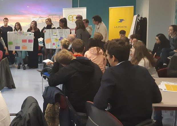 Photo d'une séance de travail lors des deux journées de réflexion organisées par La Banque Postale, l'EM Strasbourg et Innov'-EPA.