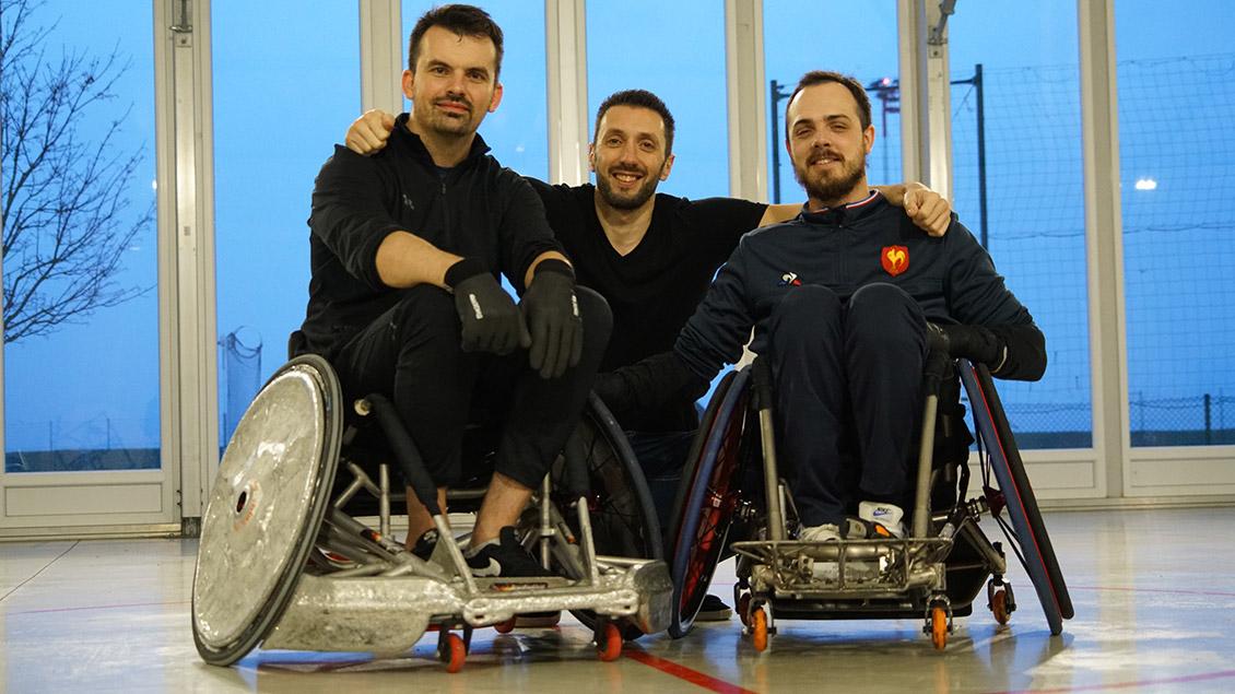 Photo avec de gauche à droite, Guillaume, utilisateur de Toolib, Guillaume, cofondateur de Toolib, et Corentin, joueur de l'équipe de France de rugby handisport.