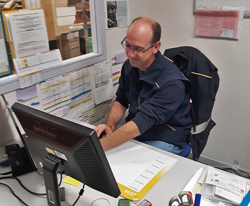 Postman David Pouline has joined Simplon social digital factories.