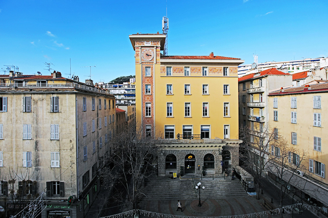Photo du bureau de poste Saint-Gabriel à Ajaccio, en Corse.