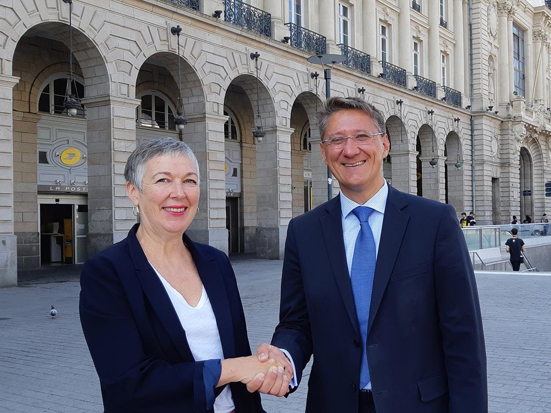 Anne Nicolas, Déléguée Régional du Groupe La Poste en Bretagne, et son successeur Jean Christophe Merkler.