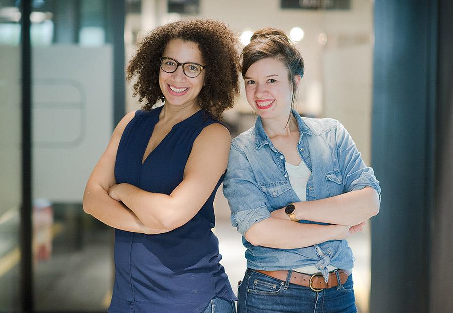 Photo d'Aurore Bisicchia et Sophie Comte cofondatrices de Chut, le magazine à l'écoute du numérique.