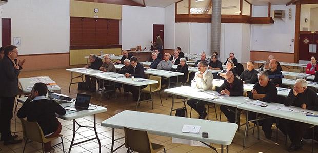 Photo - Echanges entre 40 maires de Lot-et-Garonne et La Poste sur la mise en place de services à la population