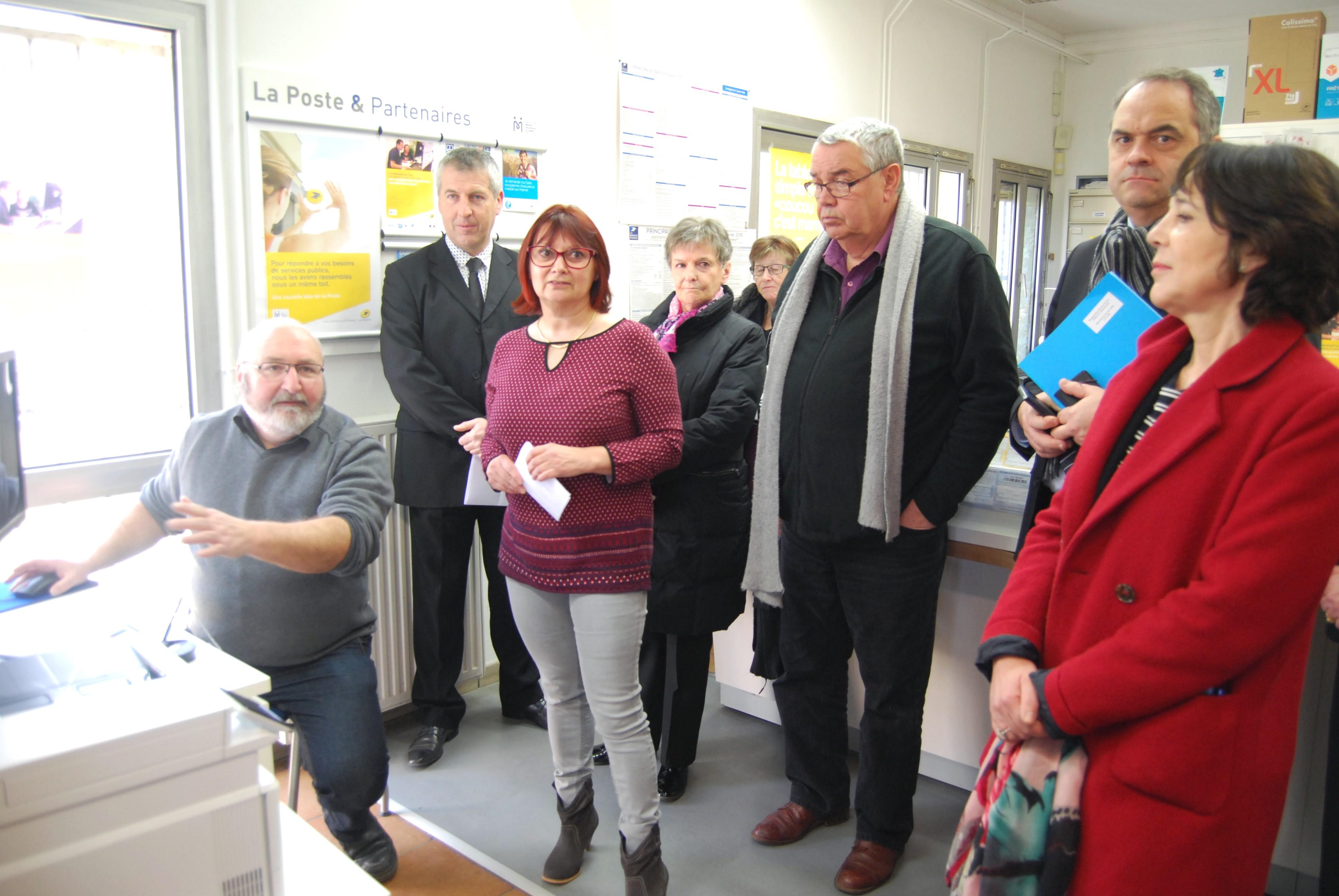 Micheline Jouneau et Brunot Merlot (à g), chargés de clientèle au sein de la MSAP, accompagnent les clients dans leurs démarches