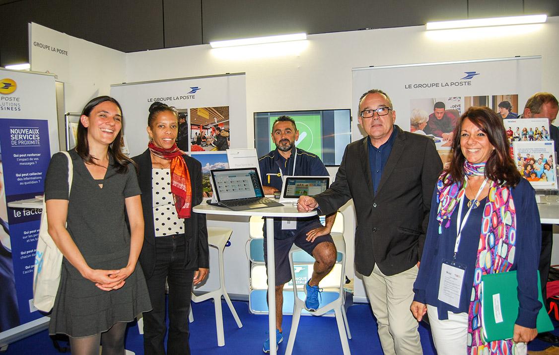 Stand du Groupe La Poste au congrès des régions de France à Marseille.