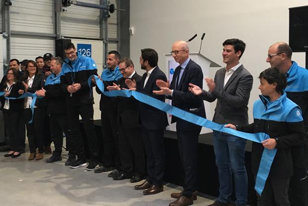 Photo de l'inauguration officielle en présence de Martin Piechowski, président de Chronopost, Arnaud Robinet, maire de Reims et de Patrick Bedek, maire de Cernay-les-Reims.