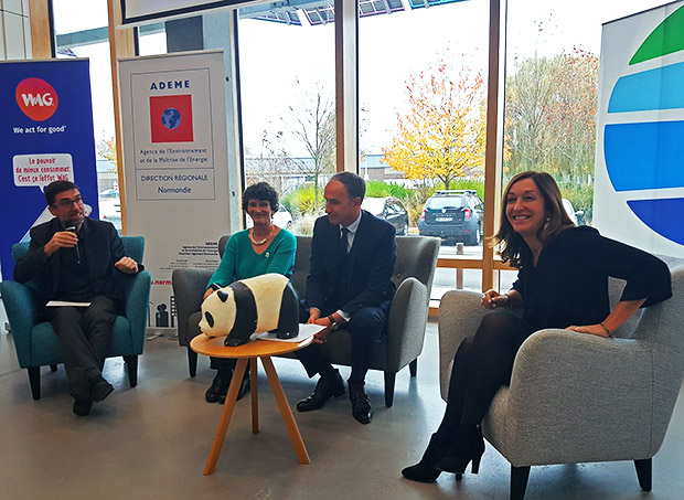 Photo de Isabelle Autissier (Présidente de WWF France), Frédéric Sanchez (Président de la Métropole Rouen Normandie) et Florence Pavageau (Déléguée Régionale du Groupe La Poste) pour le lancement de WAG Rouen.