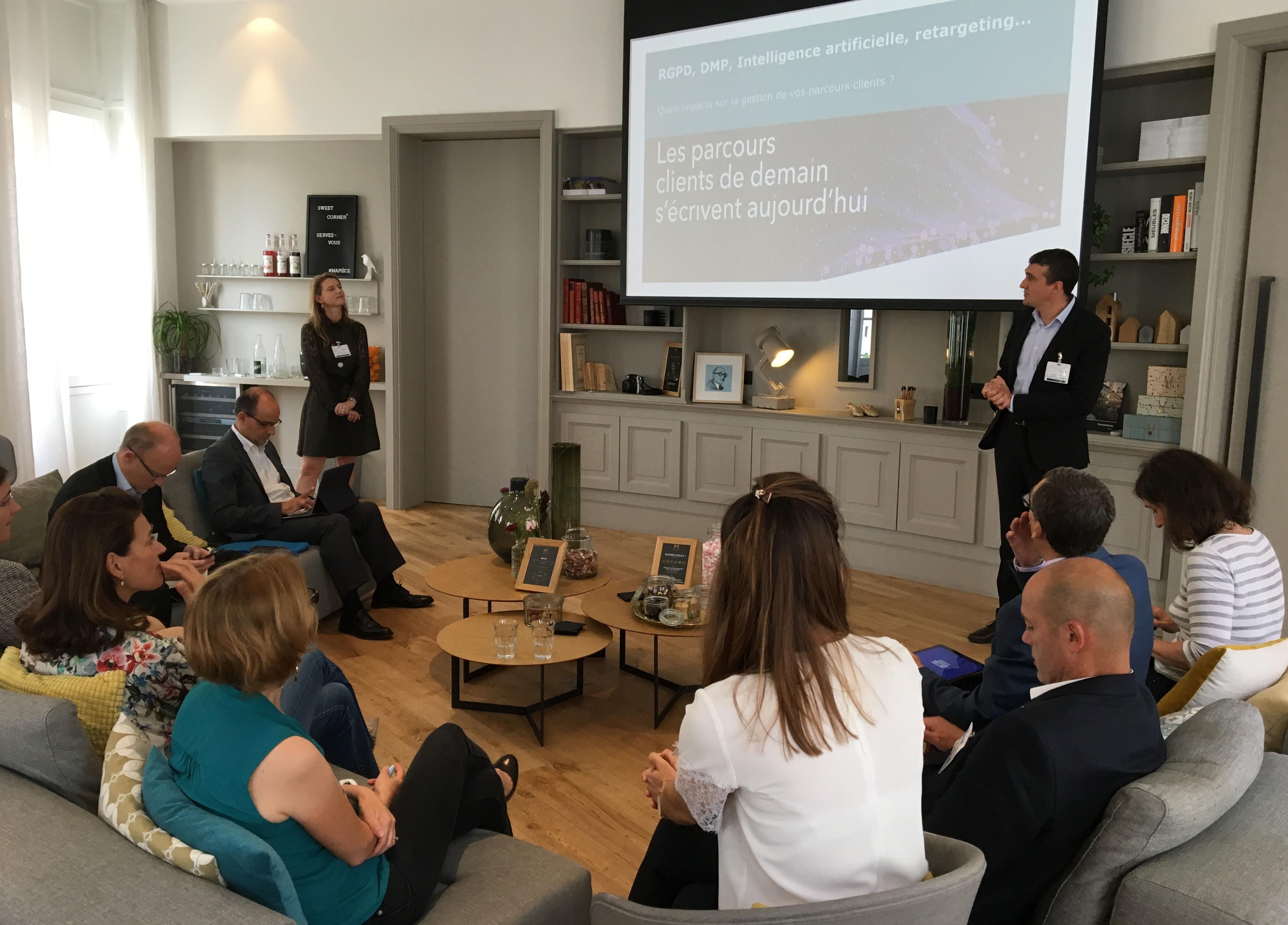 Des acteurs de La Poste débattent sur le règlement général de protection des données et l'usage de l'IA dans l'accompagnement des parcours clients